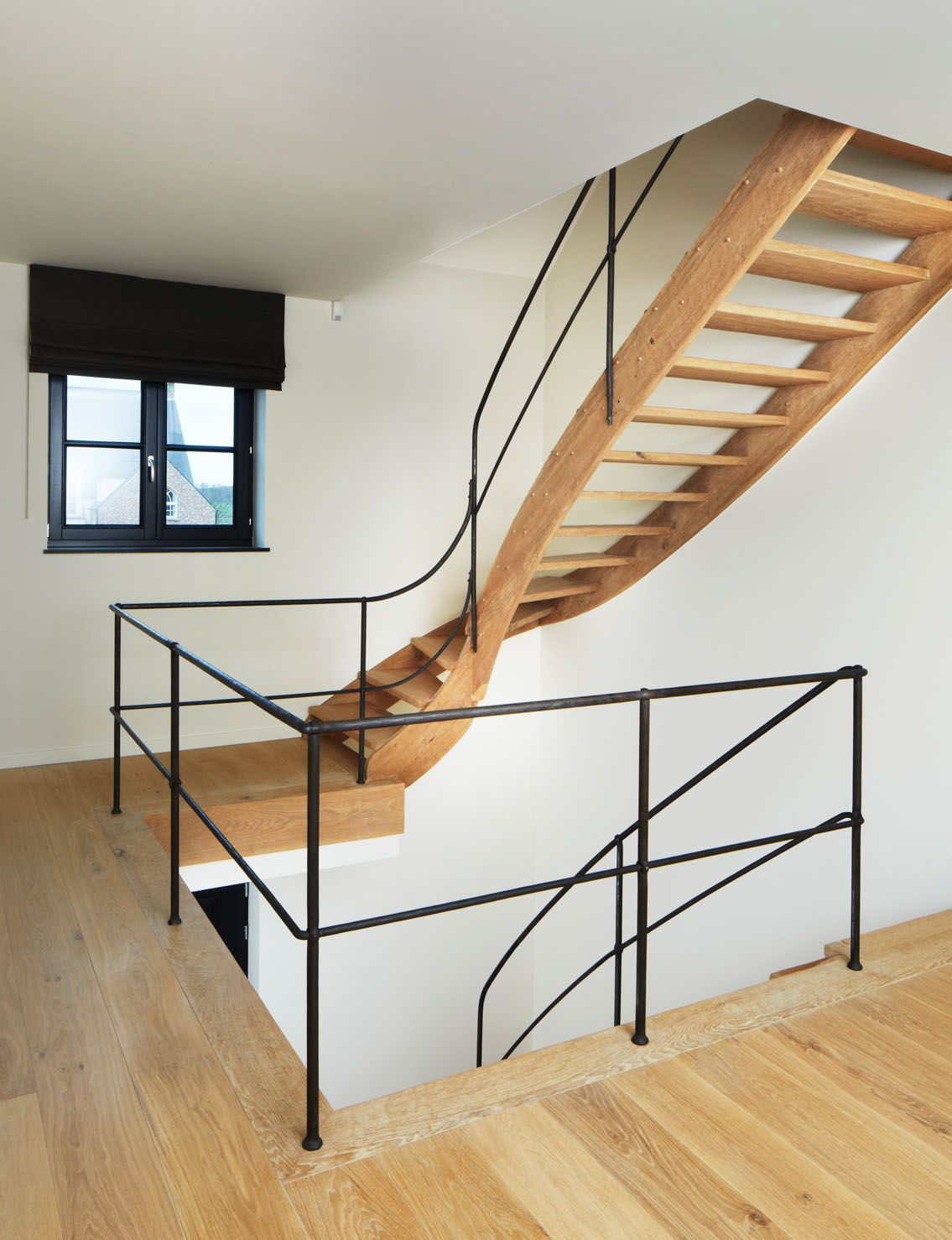 Eiken trap met smeedijzeren leuning trappenlauwers eric kasterlee pinterest banisters - Leuning smeedijzeren trap ...