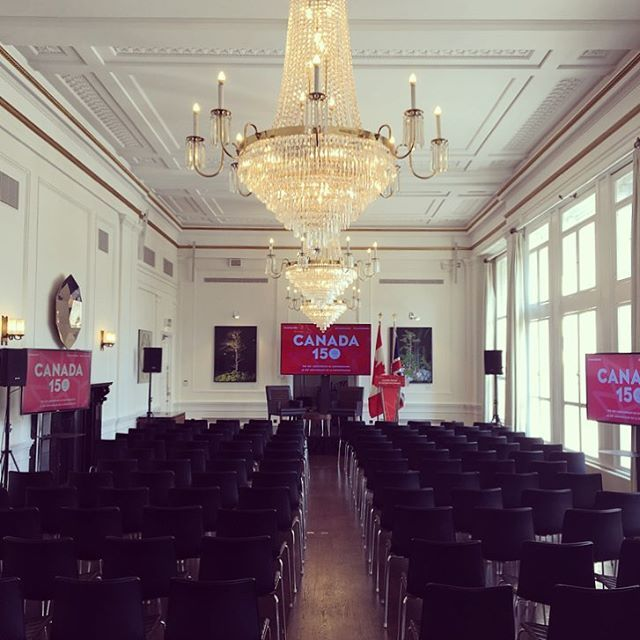 Today we have the Canadian Finance Minister giving a lecture to a group of 100 guests. Canada House, the Canadian High Commission in London is the venue for today, I feel so lucky to get to see such beautiful and exclusive event spaces in my job ☺️🇨🇦 by ashley_a_events_.  eventprofs #eventplanner #canadahouse #financeminister #economics #uk #eventlife #london #meetingsandevents #lecture #highcommission #canada #finance #events