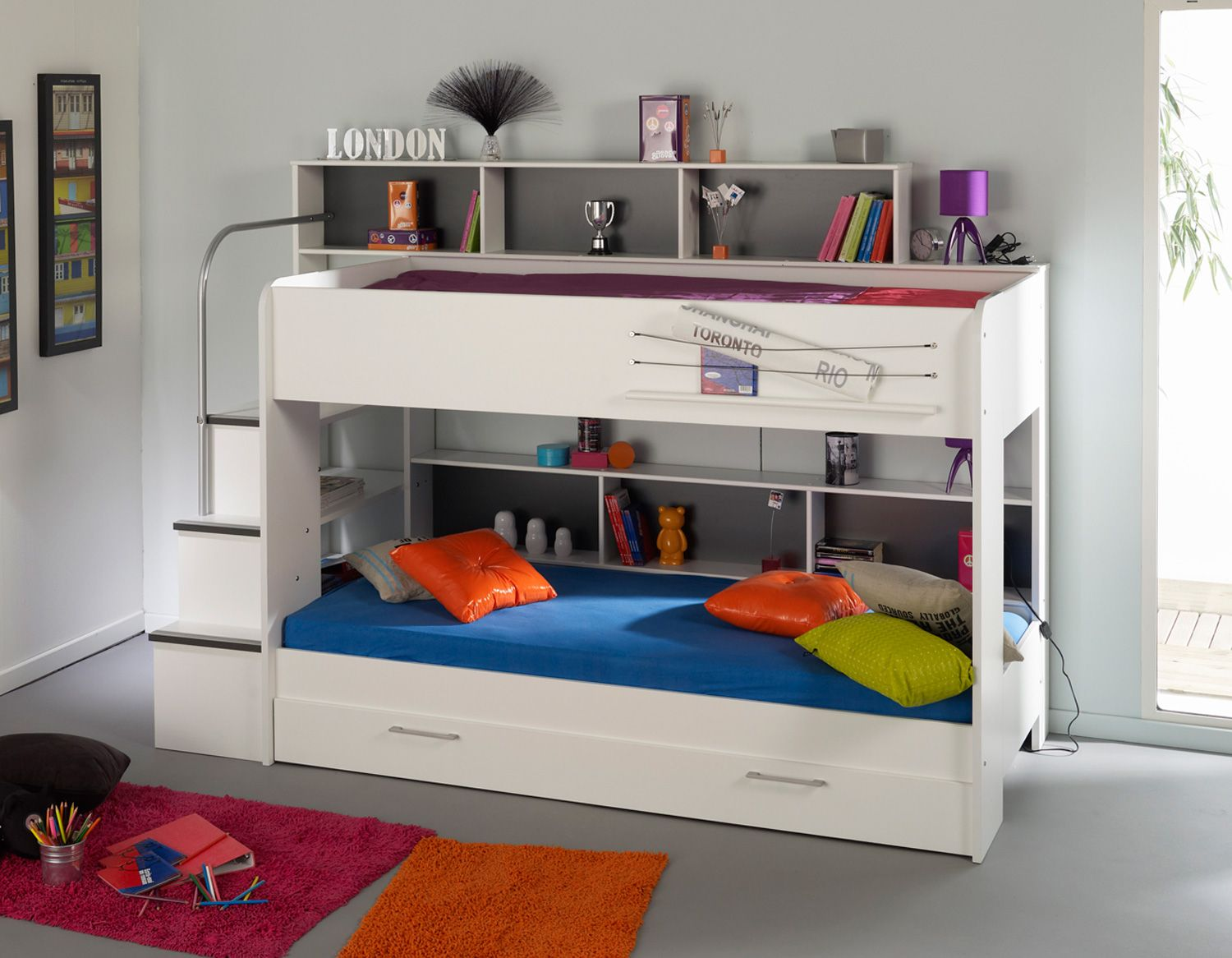 Beautiful low white space saving bunk bed design inspiration with hidden drawer and bookshelf above for small kids room fascinate Bunk Beds for small 30 Space Saving