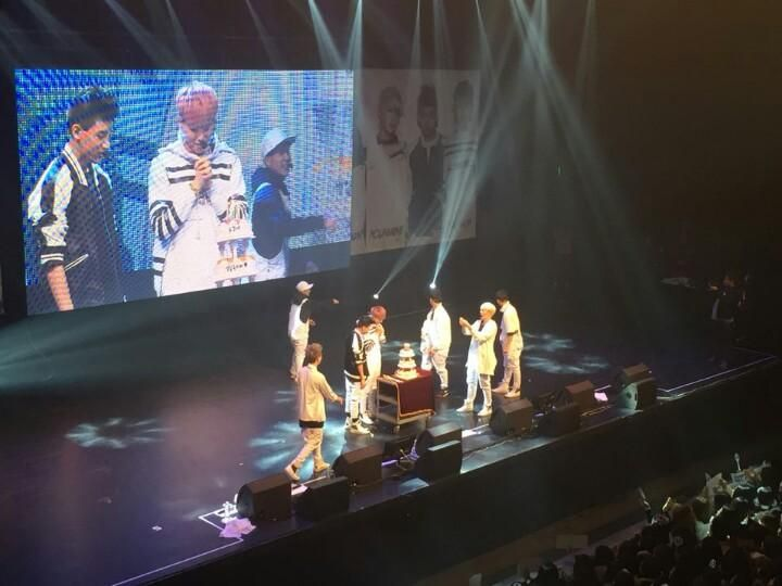 #GOT7 the 1st album <Identify> Showcase 유겸아 생일 축하해! 깜짝 생일파티!  Surprise Birthday Party!