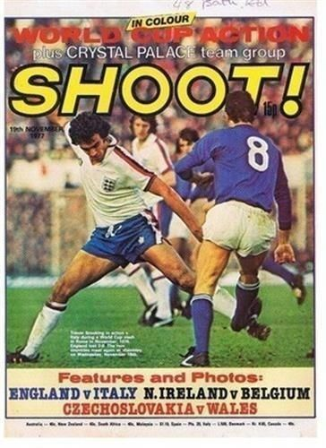 Shoot Cover 19 11 77 England Trevor Brooking Italy Old Football Magazine Picture Magazine Pictures Crystal Palace Team Football