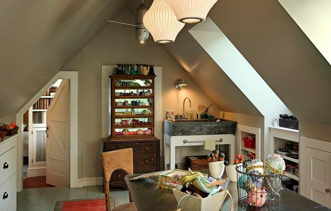 10 Unbelievable Opbergen Zolder Attic Storage Ideas In 2020 Traditional Home Office Home Attic Rooms