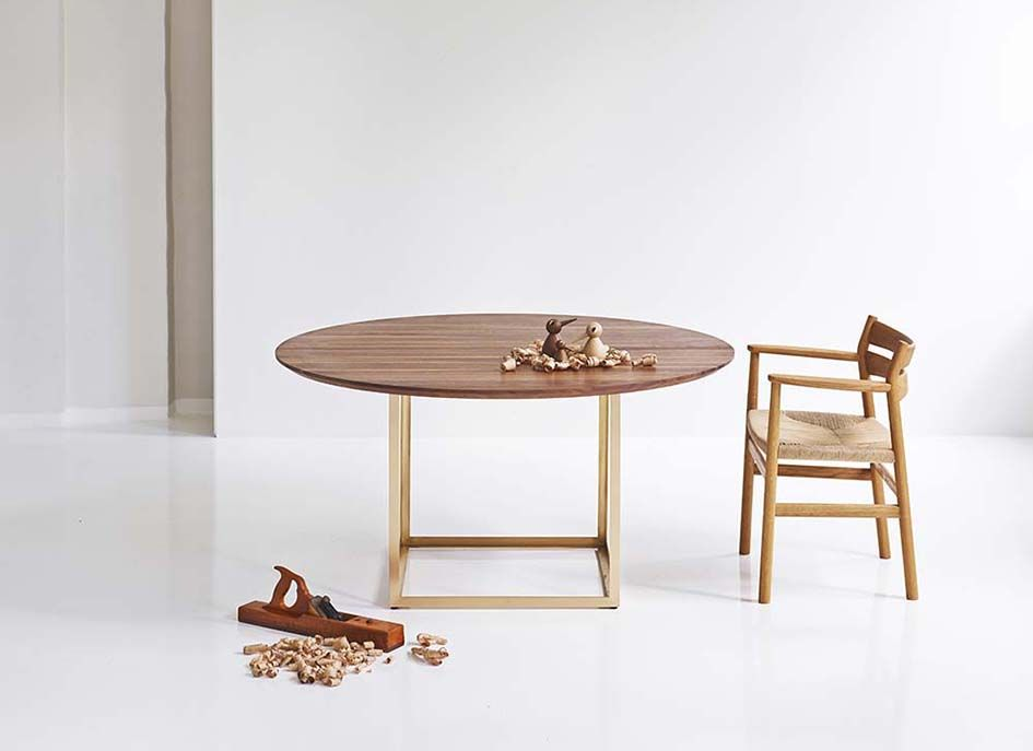 DK3 round dining table - brass frame