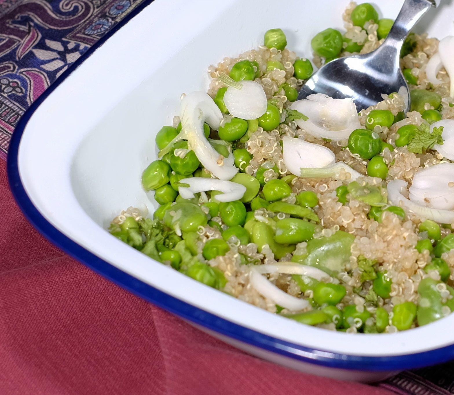 """Salade """"healthy"""" végétarienne au quinoa, fèves et petits ..."""