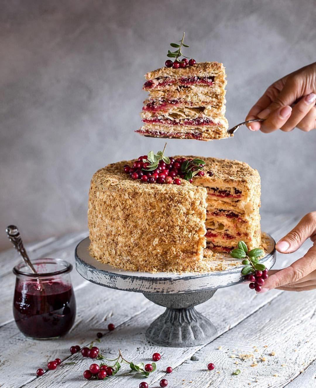 пирог с брусничным вареньем