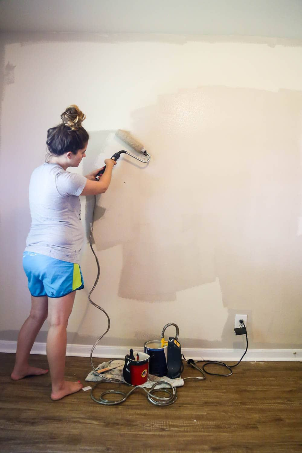 How To Use The Wagner Smart Sidekick Power Roller To Make Painting A Room Faster Easier And Way Less Messy Tipsan How To Make Paint Room Paint Paint Roller