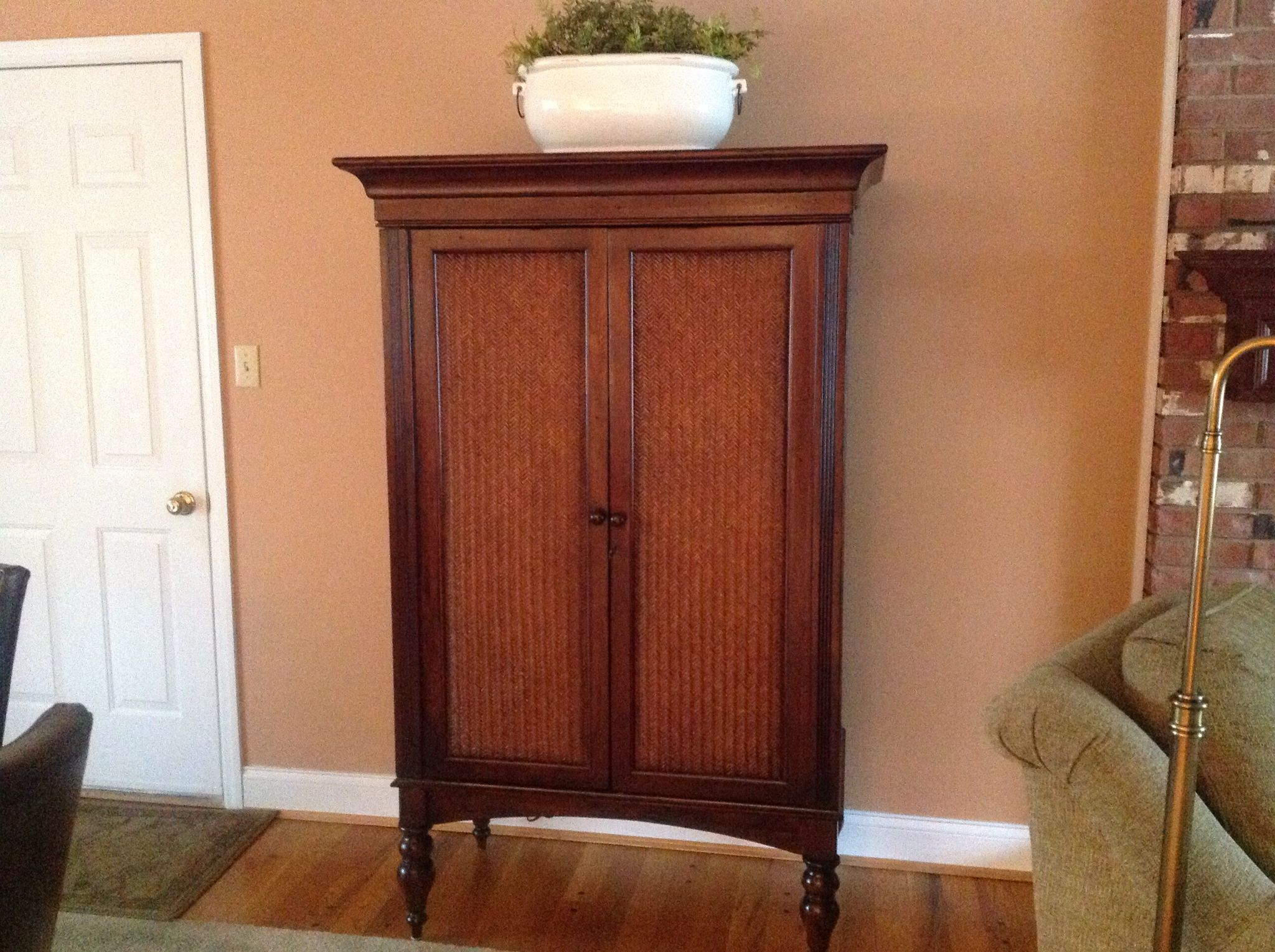 Bar Cabinet 3ft 2in Wide X 5ft 8in Tall 1ft 9 In Deep