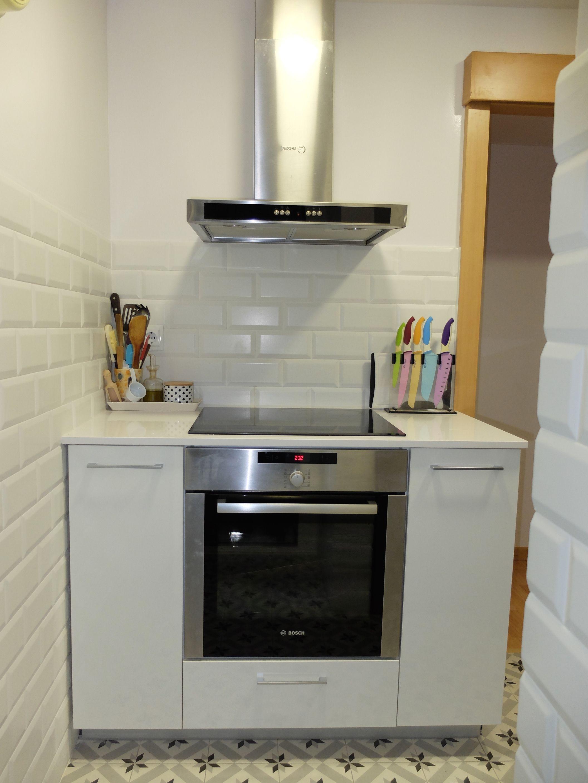 Reforma de cocina pequeña en Barcelona con baldosa tipo metro y ...