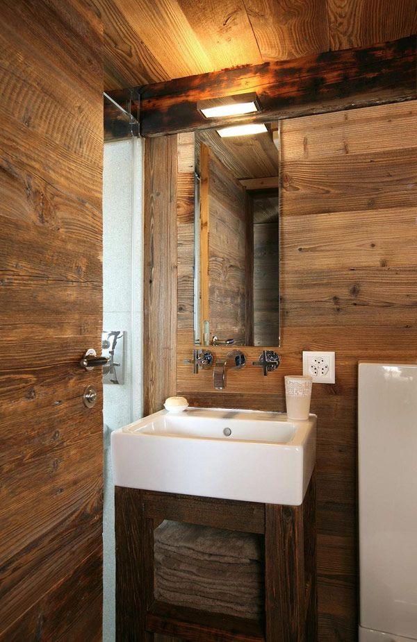 Douche en verre pour salle de bains en bois | Idée déco ...