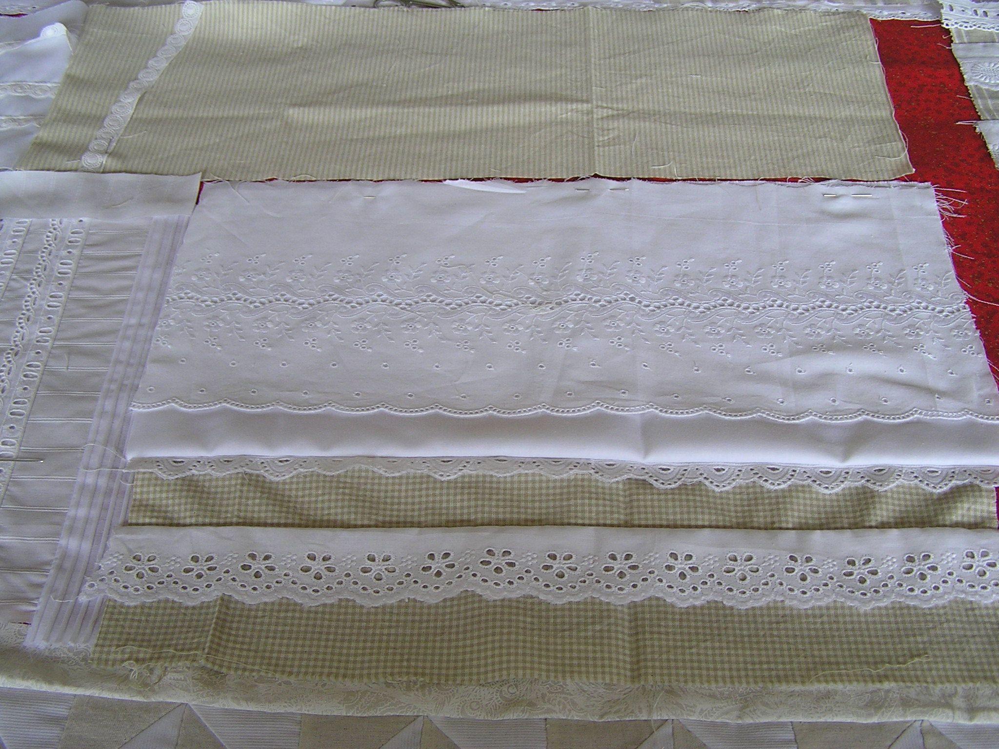 Assemblage de tissus écrus et de broderie anglaise (beaucoup d'échantillons divers)