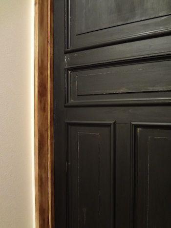黒い扉の向こうに 黒いドア インテリア 扉