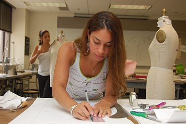 Become A Fashion Designer Without Degree Become A Fashion Designer Fashion Fashion Courses