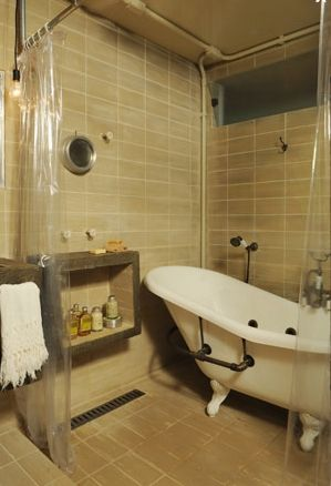 Clear curtain and claw foot tub <3 Make that a steam shower and we ...