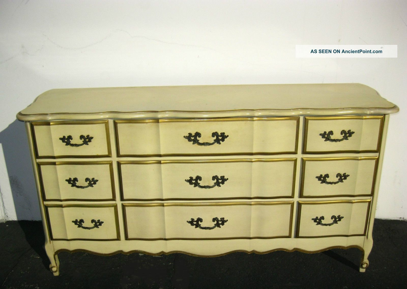 Lot Art Vintage French Provincial Style Dresser With