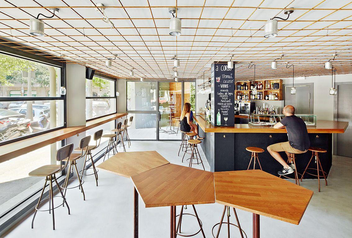 Bar restaurante vanguardista contract via planreforma - Mesas de arquitectura ...
