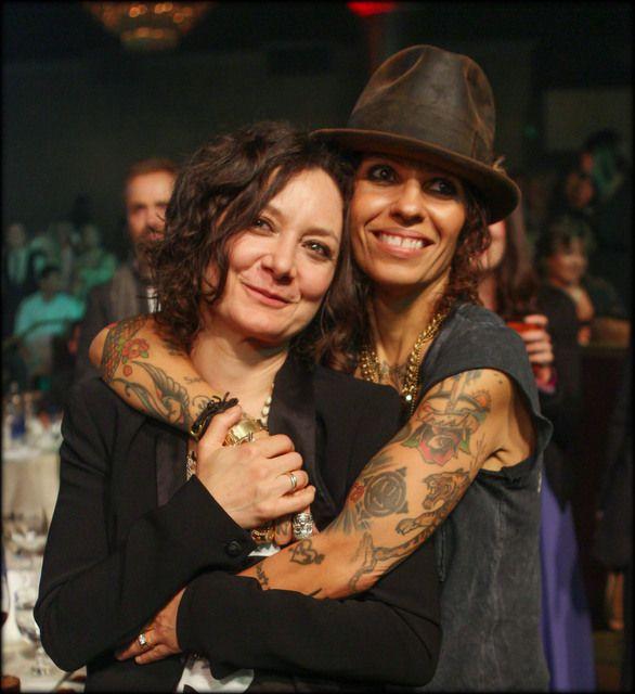 Sara Gilbert Secretly Married Her Friend Of 3 Years Singer Linda Perry