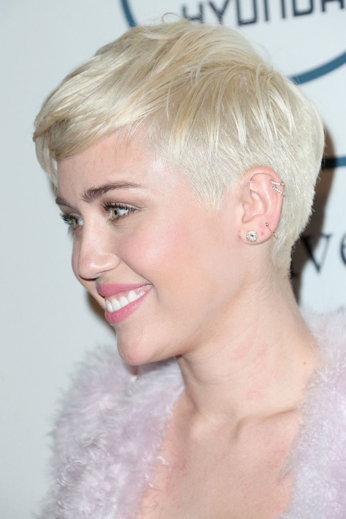 Hair Envy Of The Day Miley Cyrus S Platinum Pixie Platinum Blonde Hair Color Miley Cyrus Short Hair Hair Color Trends