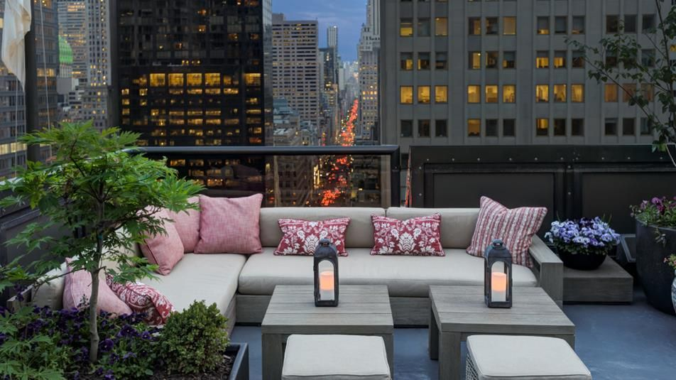 Unwind At The Peninsula New Yorku0027s Roof Top Bar, Overlook Manhattan While  You Enjoy A