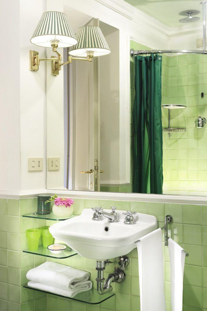 Green Bathroom At Casahoward Guesthouse Rome