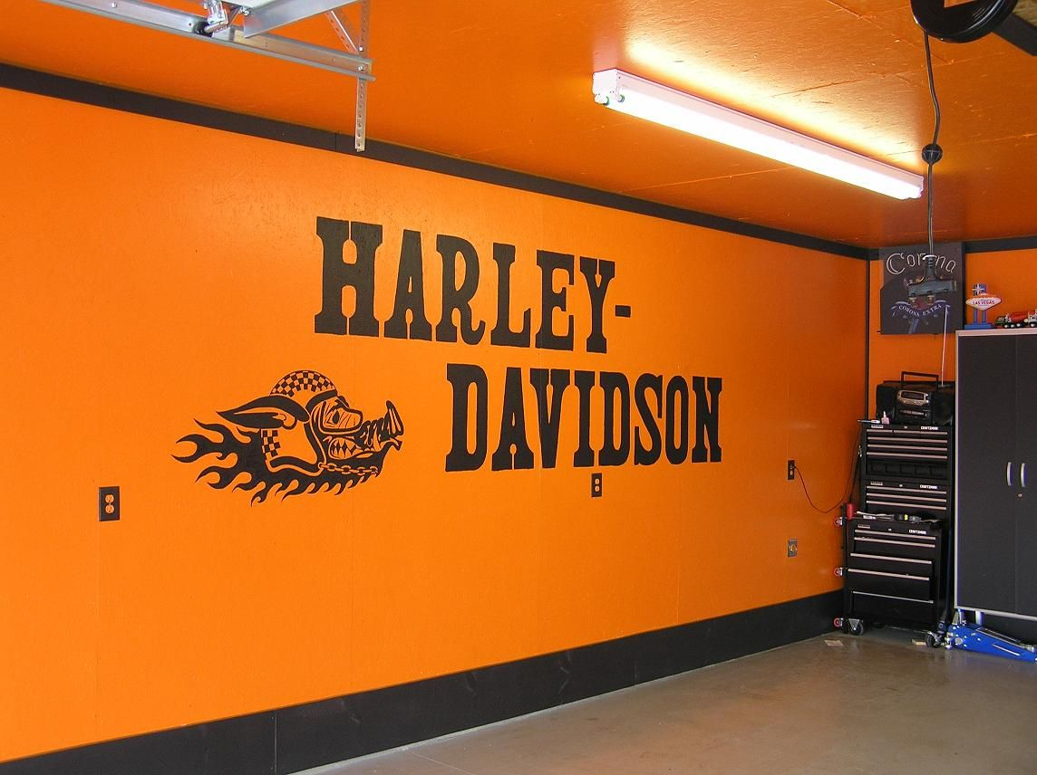 In a harley lover 39 s garage hcd custom murals pinterest for Decoration maison harley davidson
