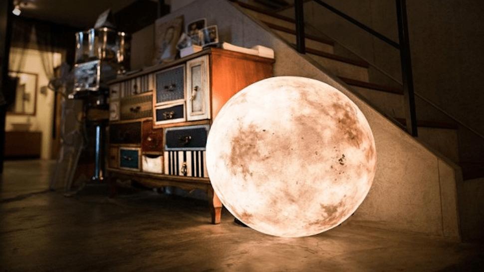 ¡Te vas a quedar con la boca abierta! Una lámpara que imita la luna y que…
