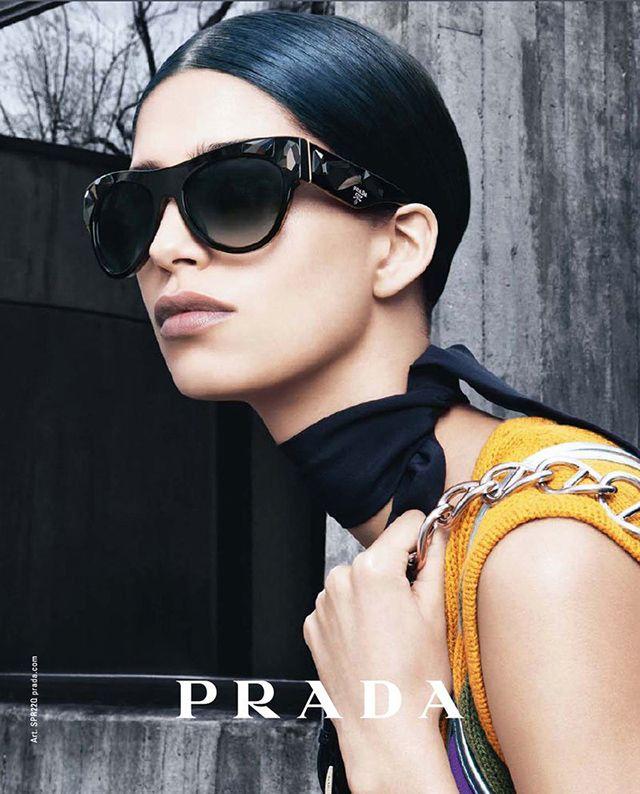 Рекламная кампания очков Prada (фото 1)  0edc6cf496