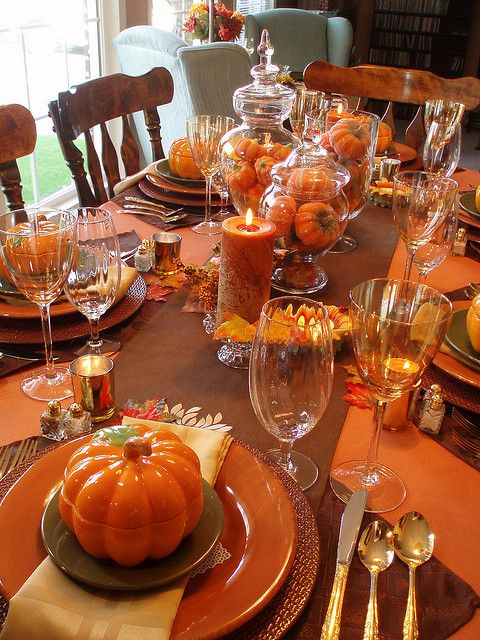 Fabulous fall dinner table spread bravahome autumn for Fall centerpieces for round tables