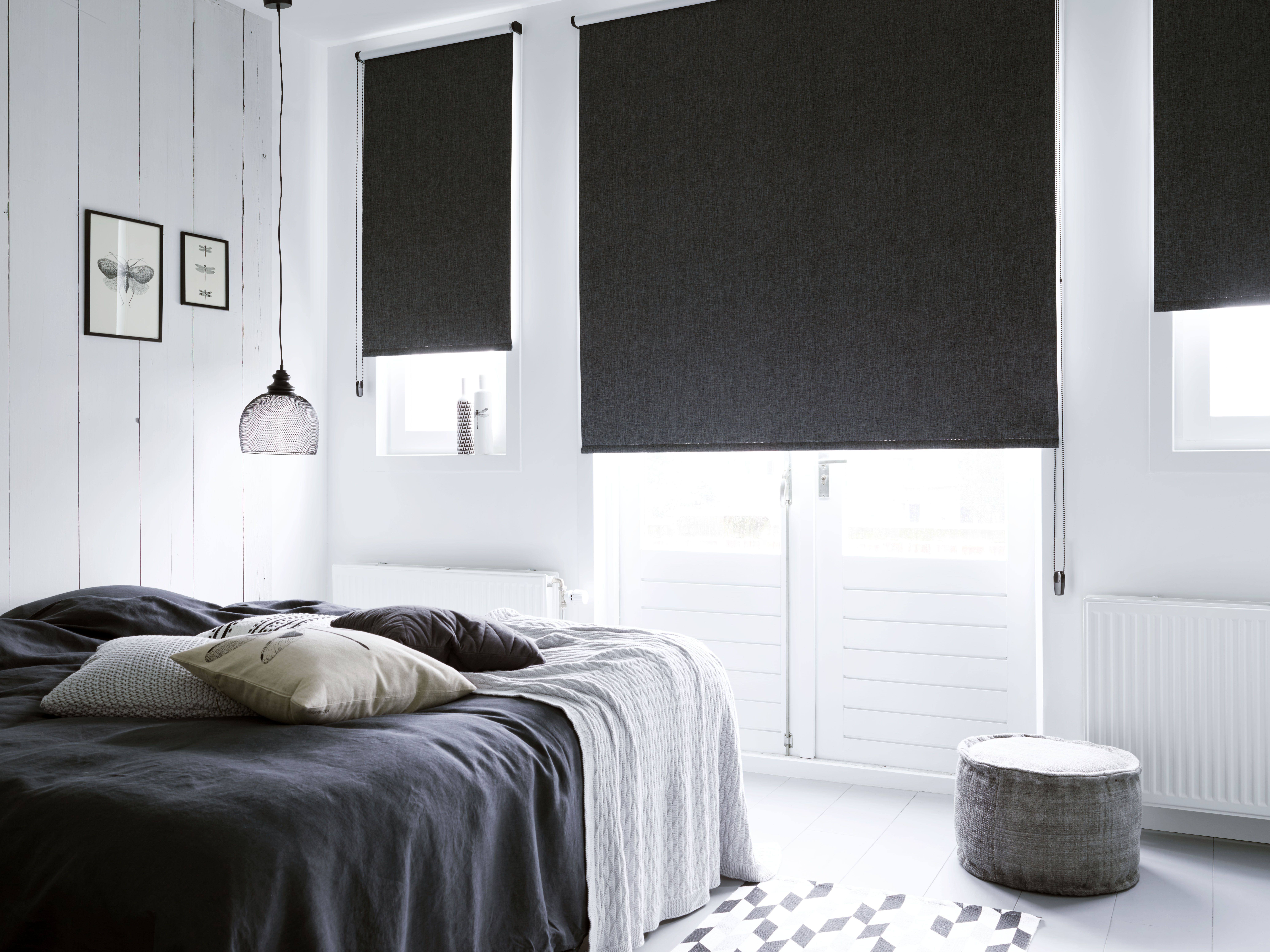 Rolgordijnen Slaapkamer 10 : Verduister de slaapkamer met rolgordijnen zwart rolgordijn