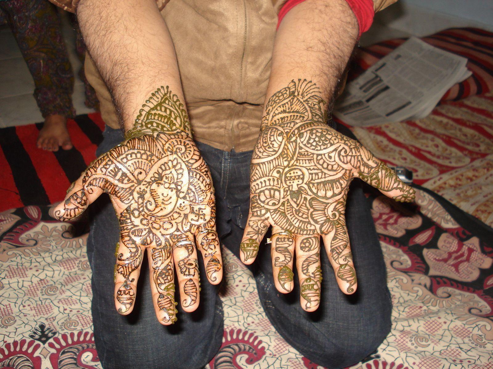 Mehndi Men : Henna mendhi on palms and hands of guys men grooms