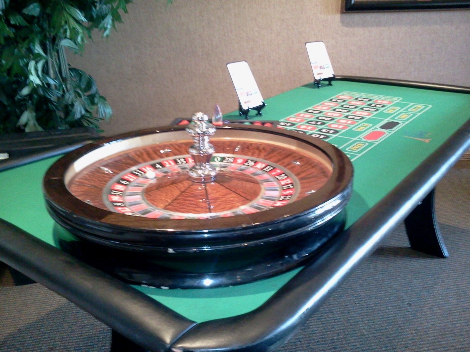 A Full Size Roulette Wheel And Table For You To Enjoy The Game Of Roulette Round And Round The Little Ball Goes Where It Roulette Wheel Roulette Casino Table