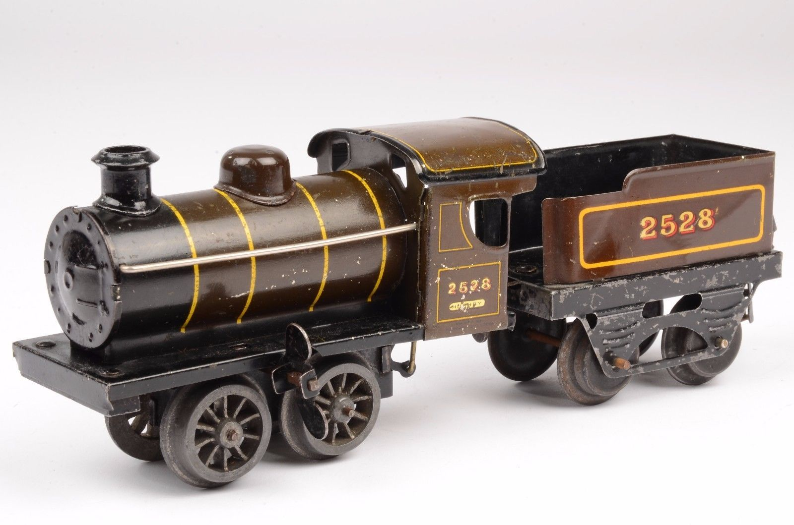 A French Hornby O Gauge M Series Brown Clockwork Loco And Tender 2528 Made In England Circa 1927 28 In Working Order The Loco Is In Good Overall