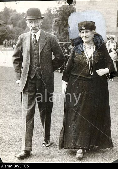 Stock Photo Queen Elizabeth The Queen Mothers Parents The Earl And Countess Of Strathmore At A Garden Pa Queen Mother English Royal Family Royal Family Trees