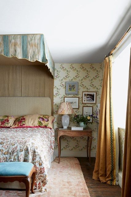 Antique Bedroom Designs Pretty Spaces  Hampshire Vintage Floral Wallpapers And Floral