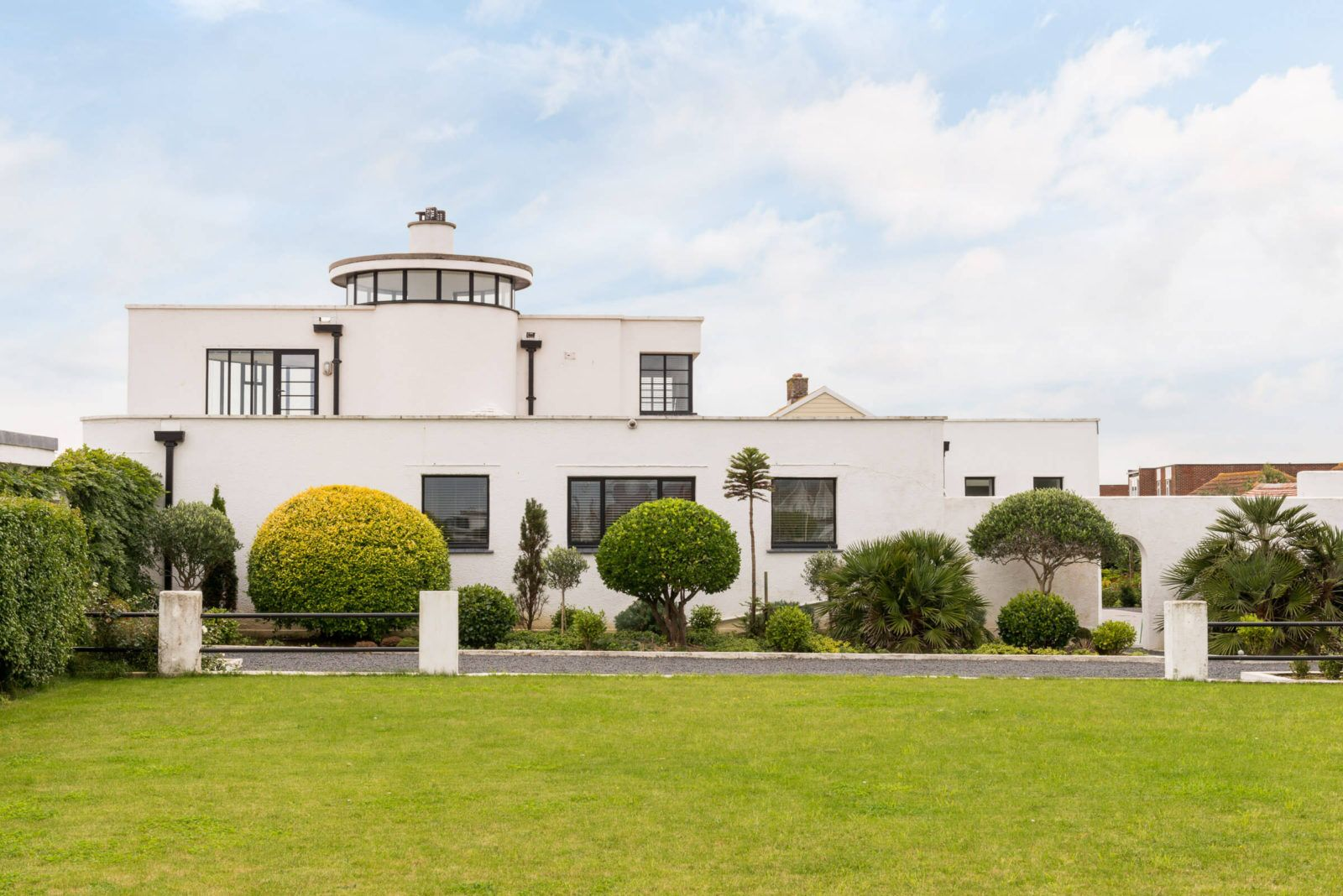 Stunning 1930s Home With Private Beach Asks 3 96m In England Art Deco Home Architecture Modern House