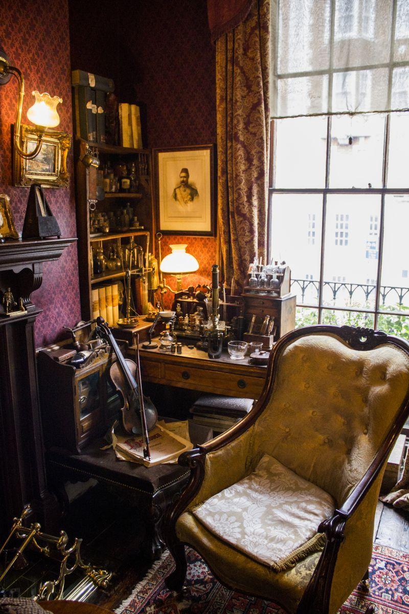 Living room victorian pinterest baker street sofas and 221b - Sherlock Holmes Museum At 221b Baker Street London England I Went Into The