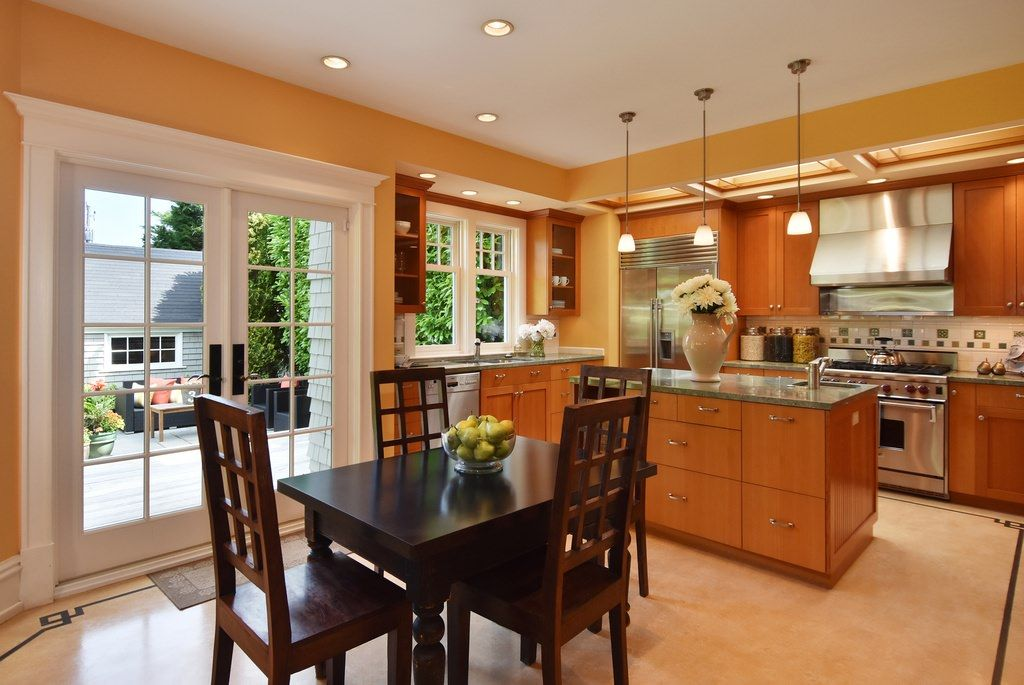 Etonnant Updated Kitchen In An American Foursquare Home With Eat In Area  Contemporary Interior Design,