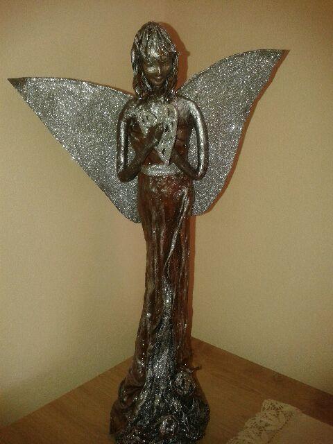 Jankin hnedo- strieborný anjel na želanie. Už má svoje miesto :)