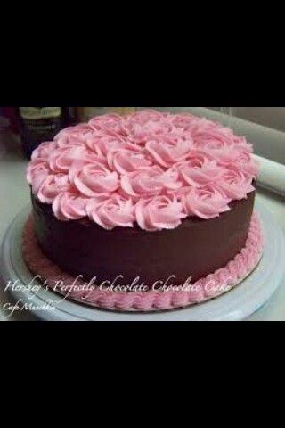 I Always Beat The Roses On The Cake It Looks Like This Cake Is All