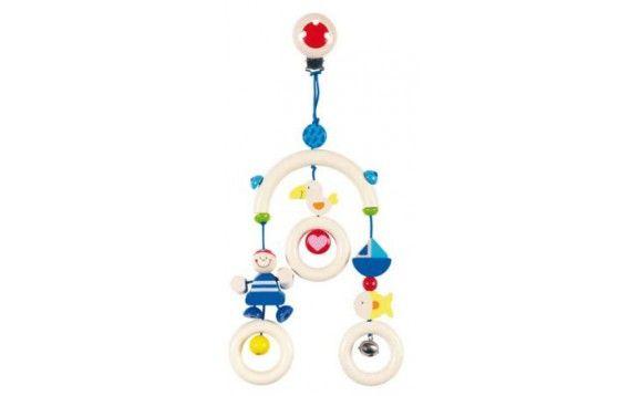 Barnevognsuro i træ med clips og piratfigurer