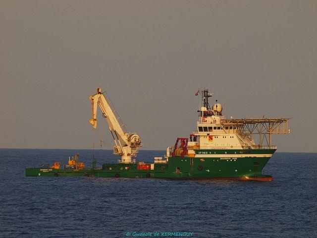 Bourbon jade crane and boat landing operation