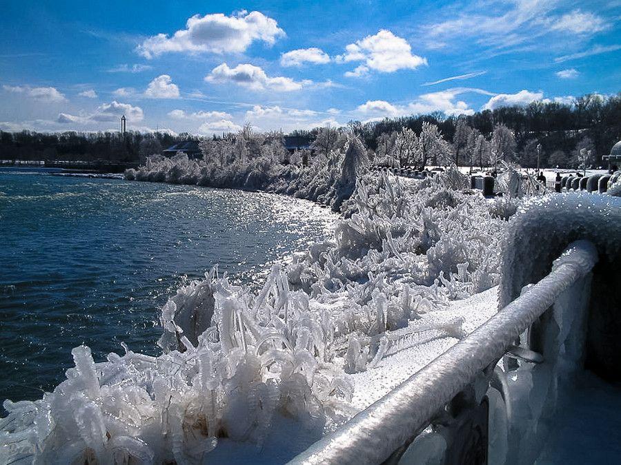 Images of Frozen Niagara Falls