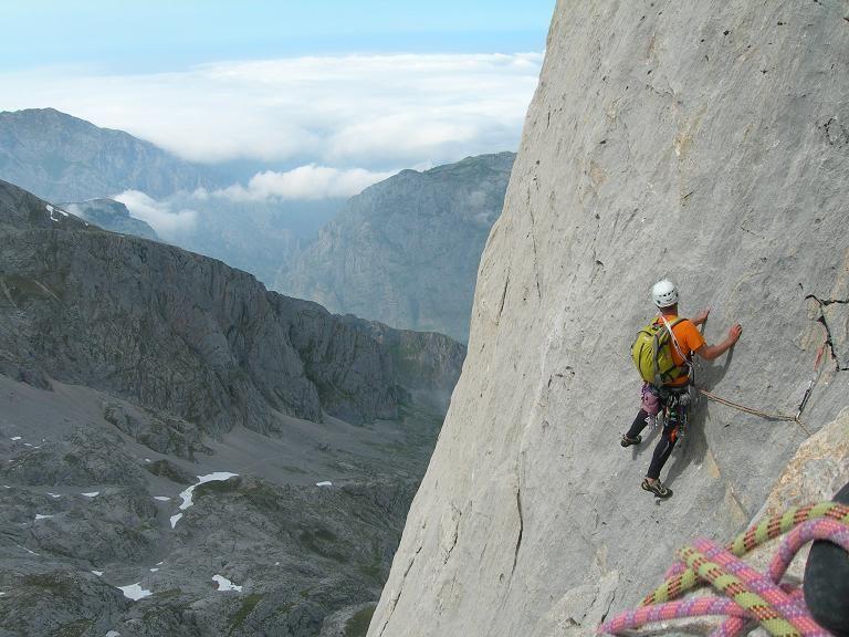 "Naranjo de Bulnes - West Face - The Rabada-Navarro route - ""la gran travesia"""