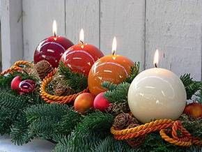 I really like this idea but I would think it could be hard to find the right colored round candles after awhile.