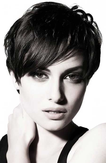 13 Pretty Short Hairstyles For Long Faces Pretty Designs Long Face Hairstyles Thick Hair Styles Short Hair Styles
