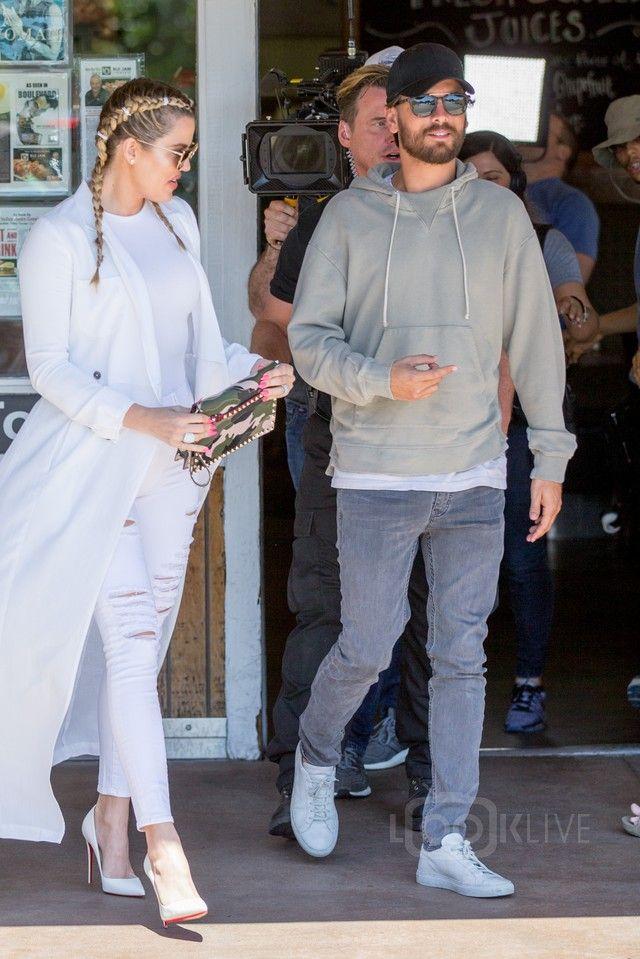 4e248fa1b2dca Scott Disick - Grabbing lunch with Khloe Kardashian at the Blu Jam ...