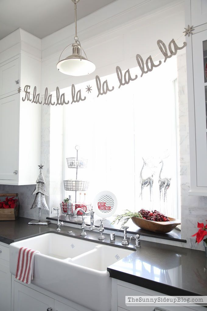 Kitchen Christmas Decor | Window decorating, Window and Decorating