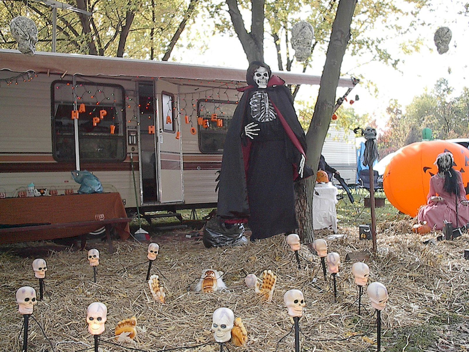 Cool 60 DIY Outdoor Halloween Decorations Ideas And Makeover   - diy outdoor halloween decorations