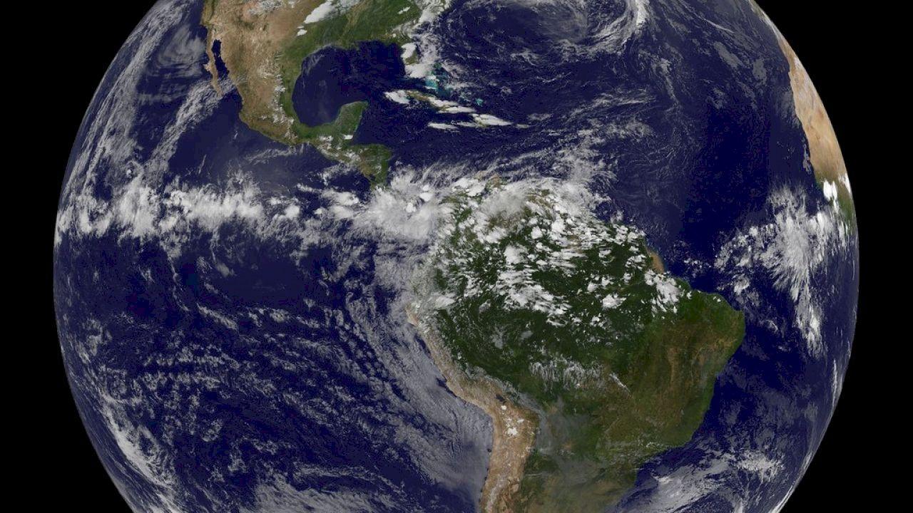 معلومات عن الكرة الأرضية Globe Painting Art
