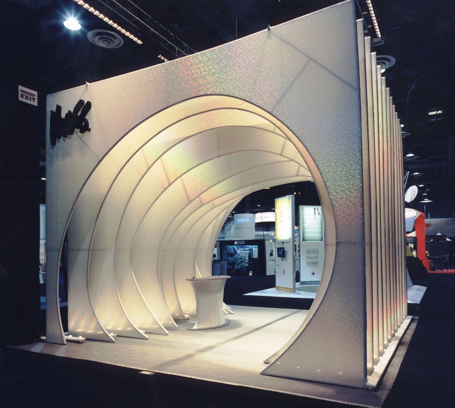Exhibition Booth Installation : Moss exhibits premier tradeshow featuring tension