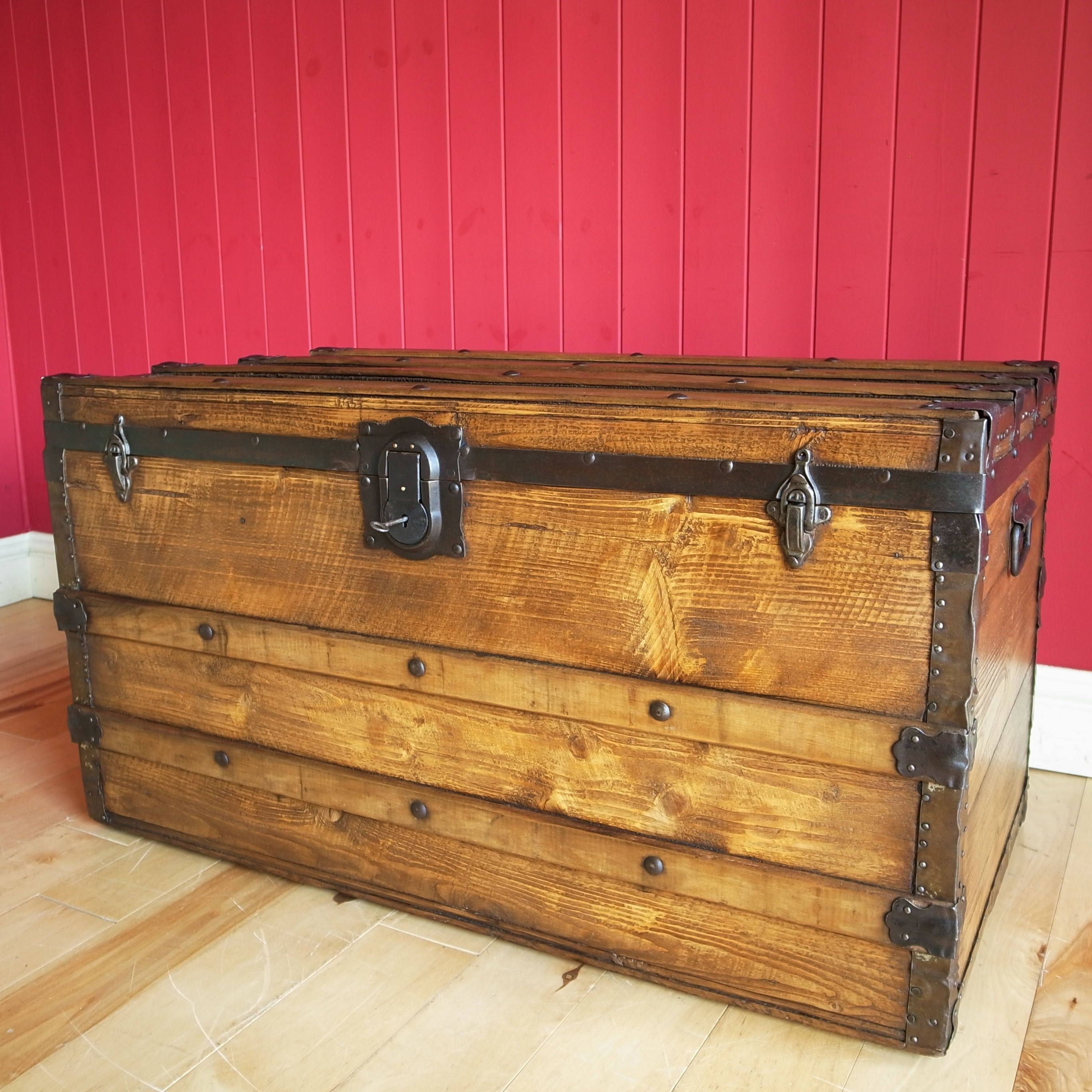 VINTAGE STEAMER TRUNK Coffee Table Storage Chest Old Travel Trunk